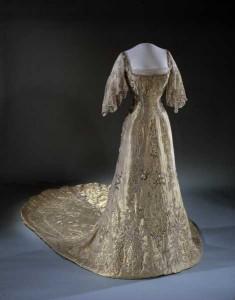 Dronning Mauds kroningskjole  . Foto: Nasjonalmuseet, Oslo