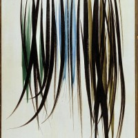 """Tyskfødte Hans Hartung (1904-1989) har et abstrakt uttrykk, som kan virke tilfeldig og spontant. Han er også representert med flere malerier i samlingen. Hans malte streker virker som de er malt i ett strøk hver. Med litt god vilje kan vi kanskje tenke oss at disse """"strekmaleriene"""" minnet Sonja Henie om sine egne skøytespor på isen. Maleriet """"T 57-5"""" er malt i 1957."""