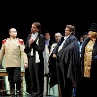 Jonas Sakalauskas as Eisenstein, in the center is asking for forgivenes. Photo: Martynas Aleksa.