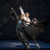 Line Alsaker avslutter sin karriere som solist i Nasjonalballetten i rollen som Carabosse. Her sammen med Philip Currell. Foto: Erik Berg
