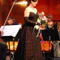 Itziar Martinez Galdos, tankevekkende, beveget? på hennes siste opptreden etter 24 år på scenen på Den Norske Opera. Foto: Henning Høholt, copyright Kulturkompasset.