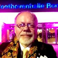 Henning Høholt, editor in Kulturkompasset in front of entrance door Beethoven Halle, Bonn. Archive foto: Henning Høholt  December 2013.