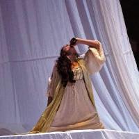 Juliette: - Anne-Catherine Gilliet, empties the bottle, but the skin death becomes fatal. Photo: Opéra de Monte-Carlo