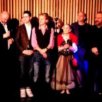 Peer Gynt, premierefest 29.11.2014 - Nils Harald Sødal, omgitt av Grete Brunvoll og KetilHugaas til høyre og David Hansen og Thor Inge Falch til venstre. Foto Henning Høholt