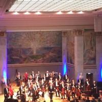 Oslo Kammerorkester i Universitetets Aula etter Prokofievs 1. Symfoni, på dirigent podiet Francois Leleux. Foto Henning Høholt