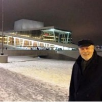 Torkil Baden visited Oslo, from Antibes/Drøbak to review this Carmen and also Chicago, here in front of the New Opera House in Oslo 23.January. Foto: Liv Baden.