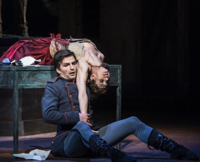 Carmen, Melissa Hough has caught Don José, Kaloyan Boyadjiev. Foto Erik Berg