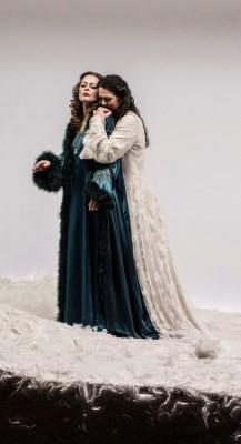 Elena Zhidkova og Nina Gravrok (til høyre). Foto Erik Berg