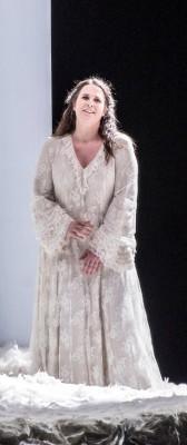 Nina Gravrok som Elsa. Foto Erik Berg