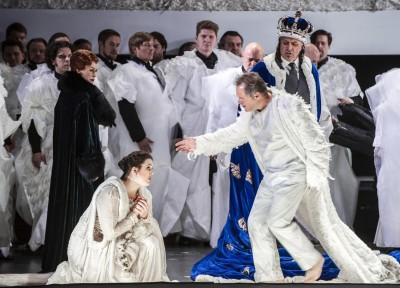 Ortrud_ELENA-ZHIDKOVA; Elsa_NINA-GRAVROK; Lohengrin_PAUL- GROVES; Heinrich_MAGNE-FREMMERLID; Operakoret; Foto Erik Berg