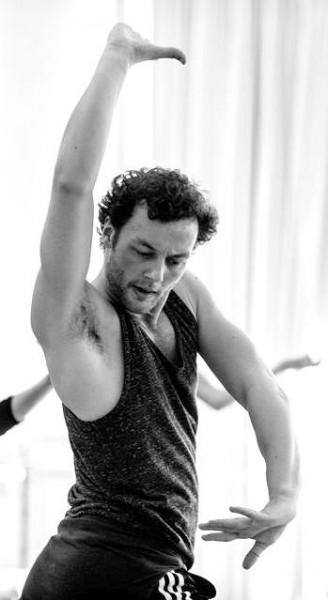 Liam Scarlett, koreograf, sicenesetter og Don José, fotografert under en prøve på Carmen i Oslo  . Fotograf ukjent. (dessverre)