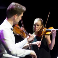 Konsertmestrene Camilla Kjøll og Øyvind Bjorå. Foto Jörg Wiesner