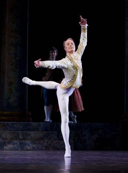 Dirk Weyershausen, stilfull som Prinsen i Askepott. Foto: Erik Berg
