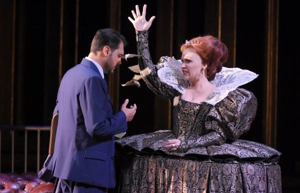 Carmen Giannattasio (right as Elisabeth, and Francesco Demuro as Robert Dudley in Maria Stuart at Theatre  des Champs Elysees 2015. foto Vincent Pontet