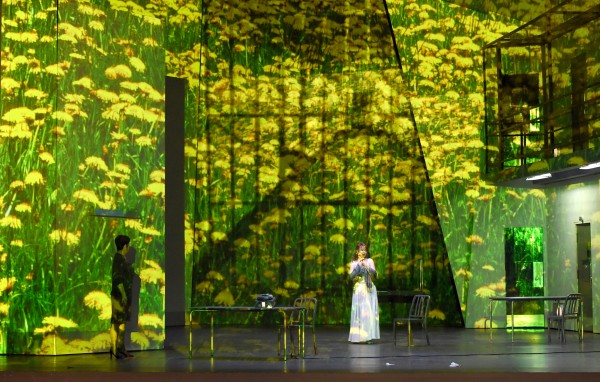 Aleksandra Kurzak as Maria Stuart, having a vision of when she was young and free,-  at the prison, - at Theatre des Champs Elysees 2015. Light: Christophe Forey. foto Vincent Pontet