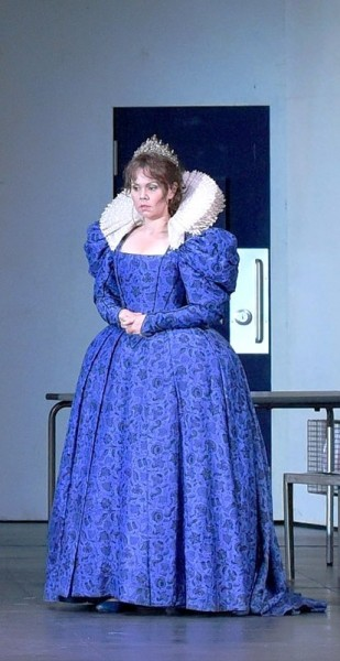 Aleksandra Kurzak as Maria Stuart at Theatre  des Champs Elysees 2015. foto Vincent Pontet