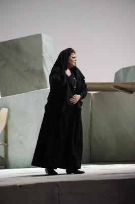 Violeta Urmana as Santuzza in Mascagnis opera Cavalleria Rusticana. Photo Mirco Magliocca. Opera de Paris
