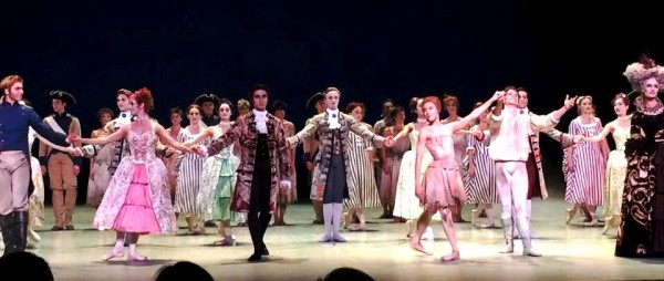 Applaus fotos fra premieren på Manon av Sir Kenneth MacMillan, med bl.a. Yolanda Carreno og Yoel Correa.  fotos Tomas Bagackas