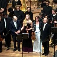 Arvo Pärt (left)  thanking the two violinists Mari Poll and Viktoria Mullova and  the condoctor of Orchestre de Paris Paavo Järvi after Tabula Rasa 20th October at Philharmonie de Paris. Foto Henning Høholt
