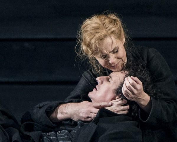 Endelig har Katja funnet kjærligheten. Kari Postam og henne Boris, Alexey Kosarev. Foto Erik Berg.