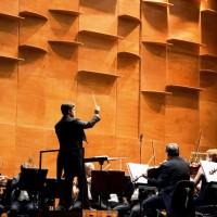 Slovak conductor Juraj Valčuha proposes in this concert in Florence a quite refined program