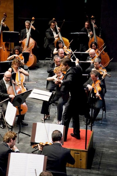 Slovak conductor Juraj Valčuha proposes in this concert in Florence a quite refined program.