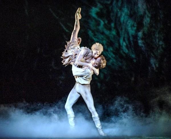 Eugenie Skilnand og Douwe Dekker in last scene Manon. Foto Den Norske Opera & Ballett