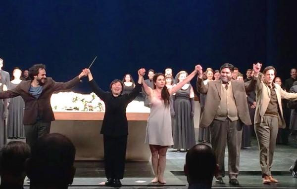 La Traviata, repremiere 22.januar 2016. Applaus, fra venstre Atalla Ayan, Xian Zhang, Aurelia Florian, Yngve Søberg og Thorbjørn Gulbrandsøy    <div title=