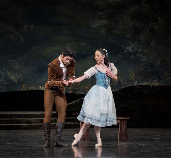 Maiko Ishino og Ryoichi Hirano as Giselle and Albrecht in Giselle. Foto Erik Berg