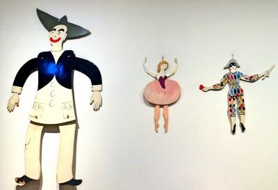 Pierrot, Columbine og Harlekin. Comedia dell Arte figurer, slik man også kan se dem i Pantomimeteatret i Tivoli i København, men her som sprellemenn/dame. Foto Henning Høholt