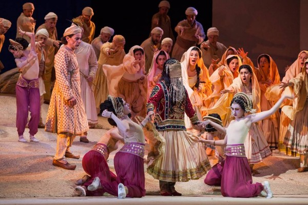 Pearl Fishers. ensemble, Photo Simone Donati