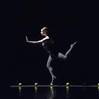 Vedlagt foto: Melissa Hough i Sweet Dreams, en av ballettene i Mesteraften Kylián: Black & White. Foto: Erik Berg.