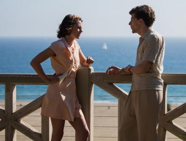 Kirsten Stewart and Jesse Eisenberg hopelessly in love    <div title=
