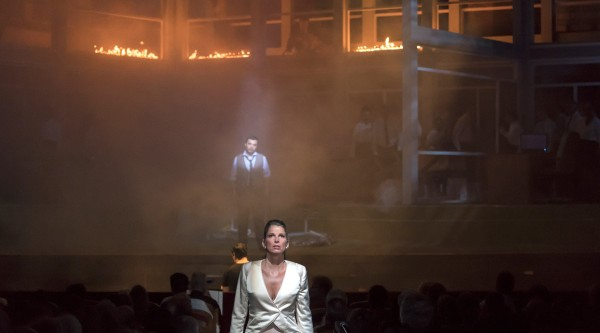 Medea lets everyting end in fire and chaos. Photo: Opéra Nice Côte d'Azur