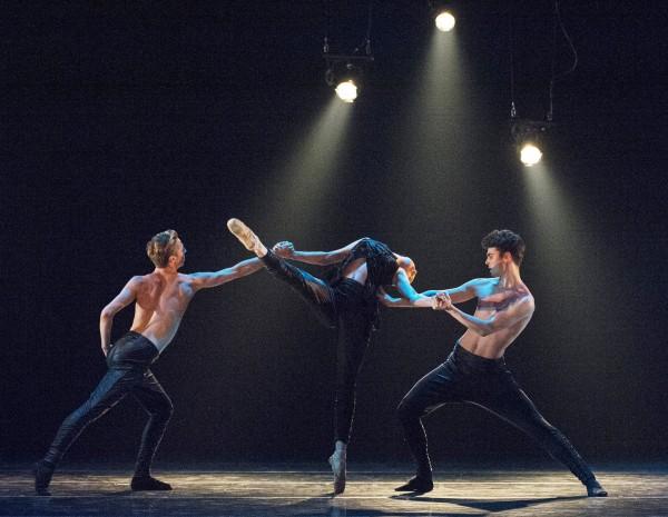 Departures, ny ballett for Nasjonalballetten UNG av Garrett Smith. Foto Erik Berg