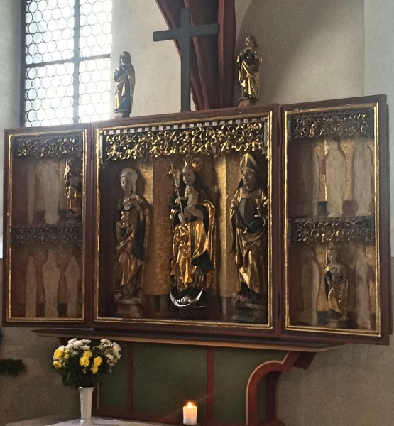 Mini triptych by the altar in the North Chapell. Foto Henning Høholt