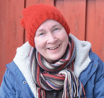 Anne Bårdsgård (f. 1966) er kunsthåndverker med utdannelse fra Institutt for tekstil ved Kunsthøgskolen i Bergen. Hun har hatt flere separatutstillinger og deltatt på en rekke kollektivutstillinger i inn og utland. Hennes verk er innkjøpt av norske kunstindustrimuseer, Kulturrådet, Rikshospitalet og Fondet for utsmykking av offentlige bygg og flere.