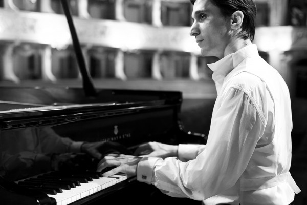 Alexander Romanovsky åpner mesterserien i Bærum Kuturhus 22. September med en solo klaver recital.– foto: Ugo Dalla Porta