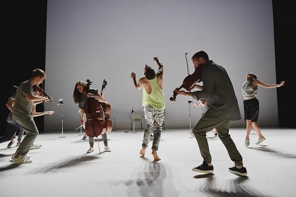 Goldbervariasjonen med Scottish Ensemble og Andersson Dance -foto: Hugh Carswell