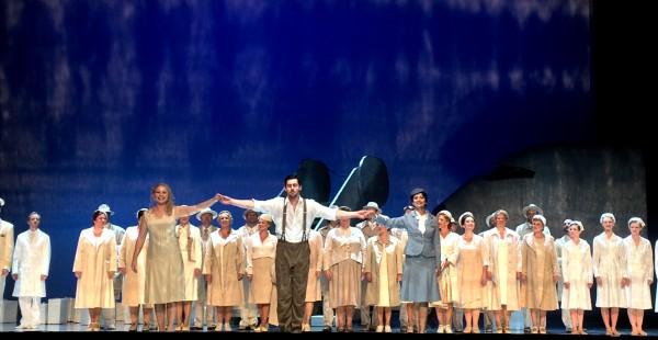 Applaus for David Hansen som  Orfesus, i midten, Eurydike Vigdis Undgård til venstre, og Amor Vera Telerko, Amor. Foto Henning Høholt