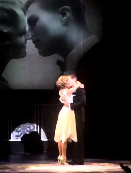 Endelig et varmt kyss: Charlotte Brænna og Atle Pettersen, foto Høholt