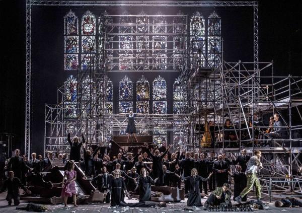 FraWar Requiem. Scenografi: Susanne Gschwender, kostymer: Ingo Krügler.. Foto Erik Berg