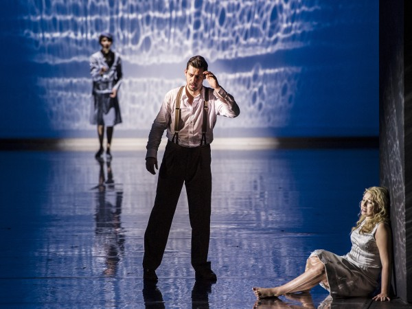 I sentrum David Hansen som Orfeus, forrest Vigdis Unsgård - Eurydike, bak, Vera Telerko som Amor. Foto Erik Berg
