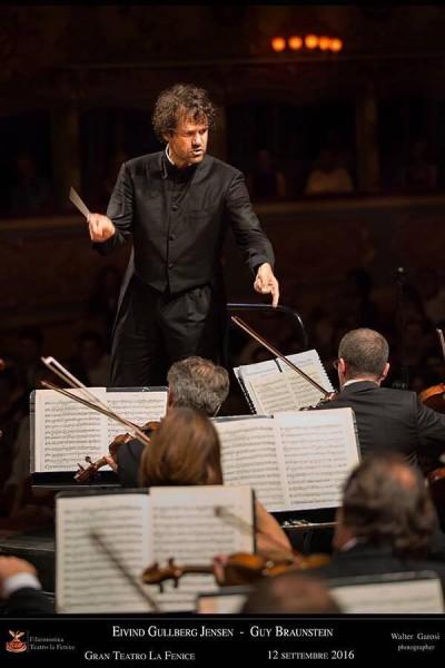 Eyvind Gullberg Jensen i spissen for Fenice Philharmonic Orchestra in Venezia in September 2016. Foto Teatro de Fenice.