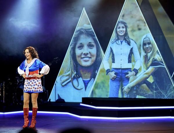 Fra Vi som elsker ABBA: Inger Lise Rypdal i hennes original kostyme fra gamle dage med Abba, foto Bård Gudim
