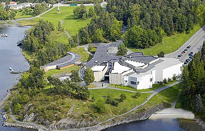 Henie Onstad Kunstsenter, vakkert beliggende med utsikt over en del av Oslo fjorden og til Sandvika.