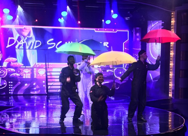 "Nearly ""Singing in the Rain"", but not at Color Fantasy. Den spilles på Folketeatret, men man kan få en paraply opplevelse i friskt tempo ombord."