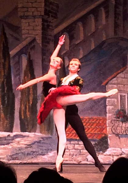 Kristina Andreeva and Mikhail Timaev in Grand pas de deux. Foto Tomas Bagackas.