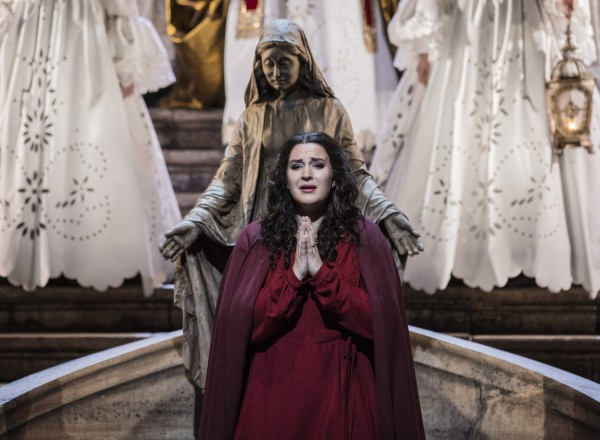 Lise Davidsen som Santuzza i Cavalleria Rusticana. Foto Erik Berg