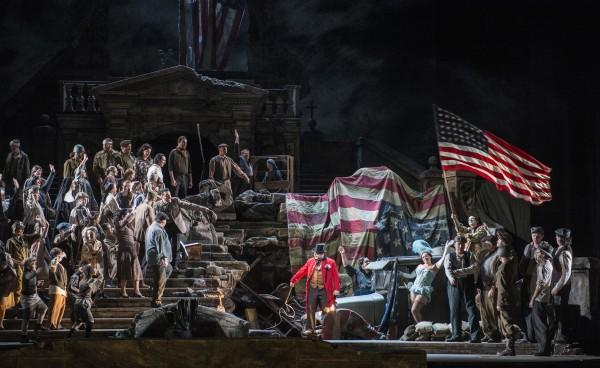I Pagliacci på Den Norske Opera i Paul Currans gode regi, er handlingen vellykket flyttet frem til rett etter 2. Verdenskrig. Foto Erik Berg.